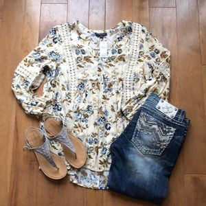American Eagle Xs floral Top